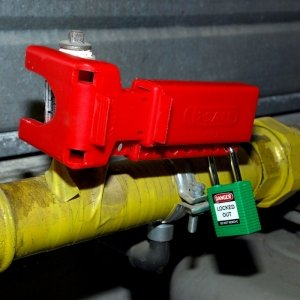 Sistema de bloqueo de válvulas con palanca no conductor