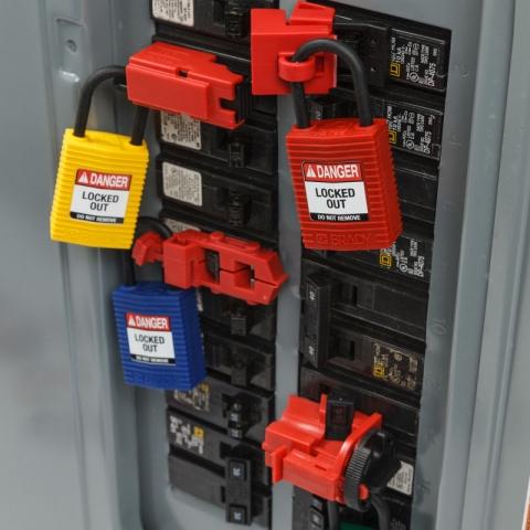 Ejemplo uso Safekey LOTO (Lockout / Tagout) candado con arco de plástico